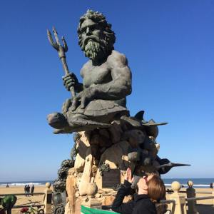 King Neptune statue and me blowing him a kiss.