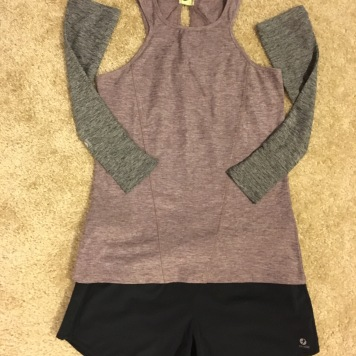 Oiselle O-Snap top in Burgundy, Oiselle arm warmers in Black, Oiselle Roga shorts in Black