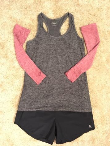 Oiselle Gwen top in Black, Oiselle arm warmers in Deep Rose, Oiselle Roga shorts in Black