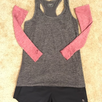 Oiselle Gwen top in Black, Oiselle arm warmers in Deep Rose, Oiselle Roga shorts in Black
